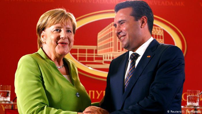 ВАЖНО: Меркел крена раце од Заев